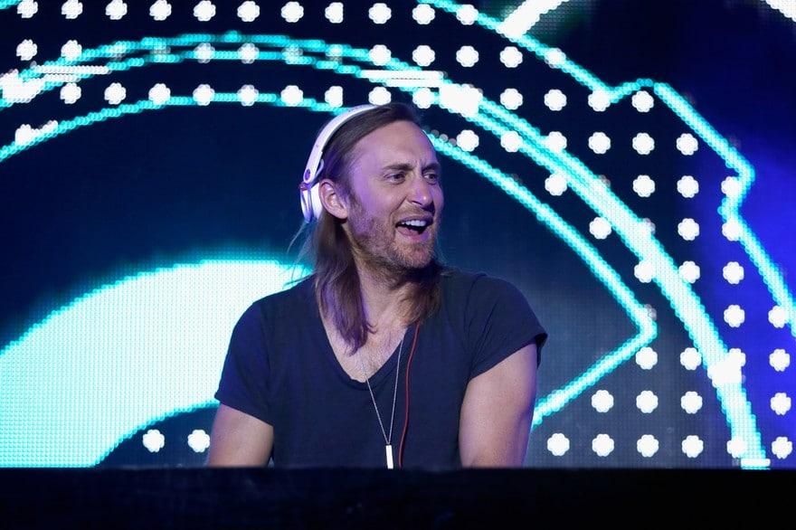 Ibiza comme destination de vacances pour faire la fête avec David Guetta